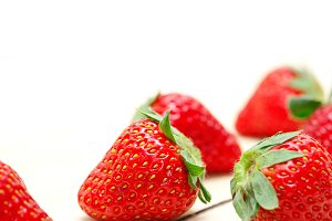 strawberries on white wood table 012.jpg