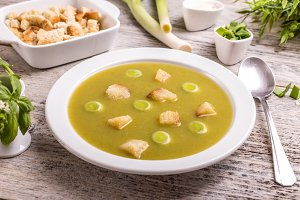 Green leek soup