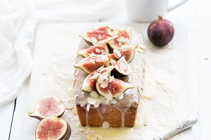 Loaf cake and figs & white chocolate