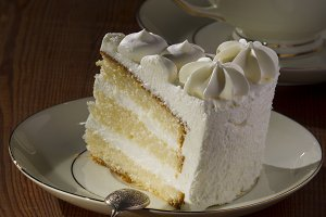Sponge cake with tea