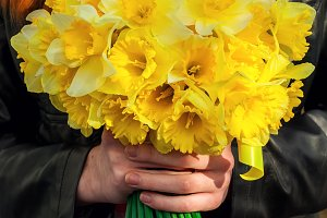 figure girl with bouquet of daffodil