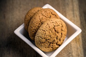 Oatmeal cookies with cinnamon
