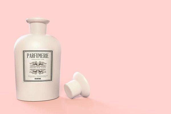 Pattern&Label Parfum Bottle Mockup