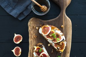 Sandwiches with ricotta & fresh figs