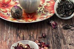 dry tea leaves in jade stacks on woo
