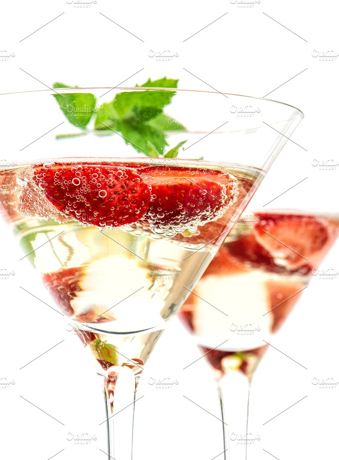 Strawberry cocktail. Champagne - Food & Drink