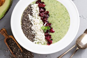 Green smoothie bowl with chia