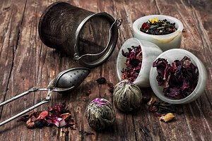 tea strainer and tea leaves