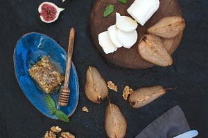 Roasted pears and goat cheese