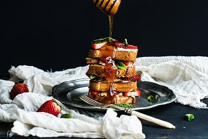 French toasts tower with strawberry