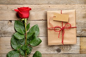 Red rose and gift box with tag