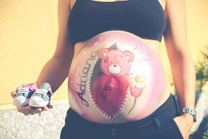 Drawing on the abdomen of a pregnant