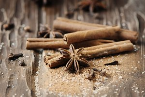 Spices cinnamon and anise