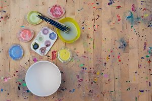 Watercolor paint and a white bowl