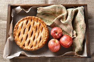 Apple-Pie-and-Apples-Wood-Box.jpg
