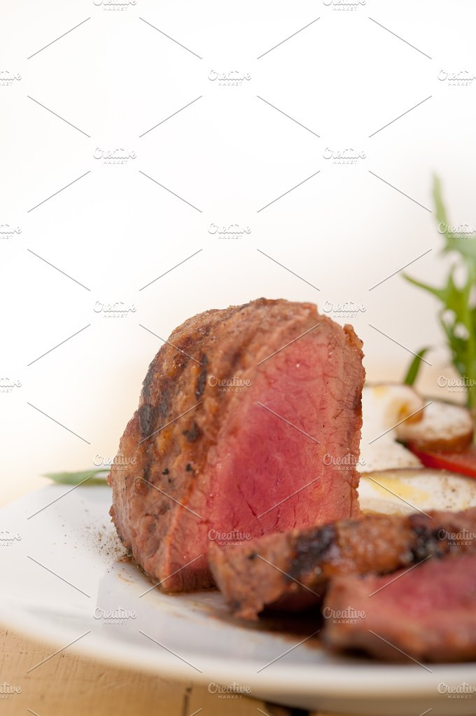 beef filet mignon grilled with vegetables 005.jpg - Food & Drink