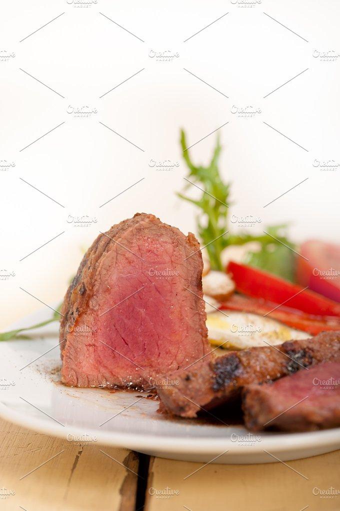 beef filet mignon grilled with vegetables 006.jpg - Food & Drink