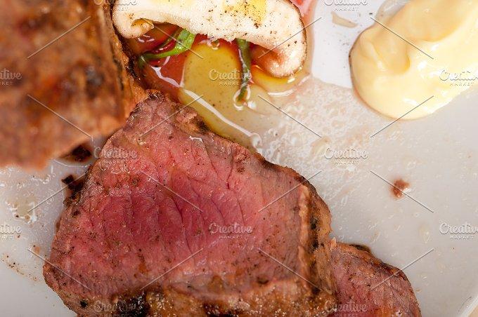beef filet mignon grilled with vegetables 011.jpg - Food & Drink