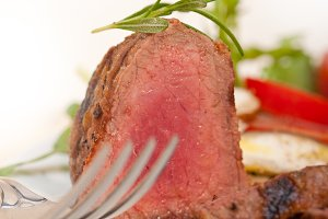 beef filet mignon grilled with vegetables 033.jpg