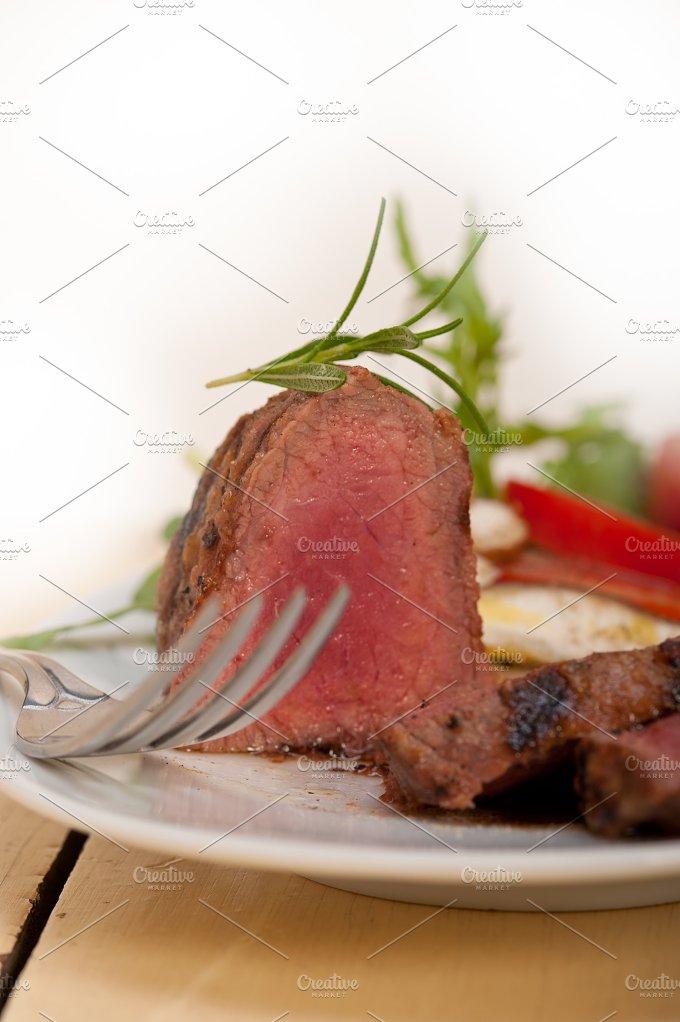 beef filet mignon grilled with vegetables 034.jpg - Food & Drink