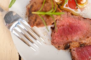 beef filet mignon grilled with vegetables 043.jpg