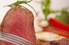 beef filet mignon grilled with vegetables 052.jpg