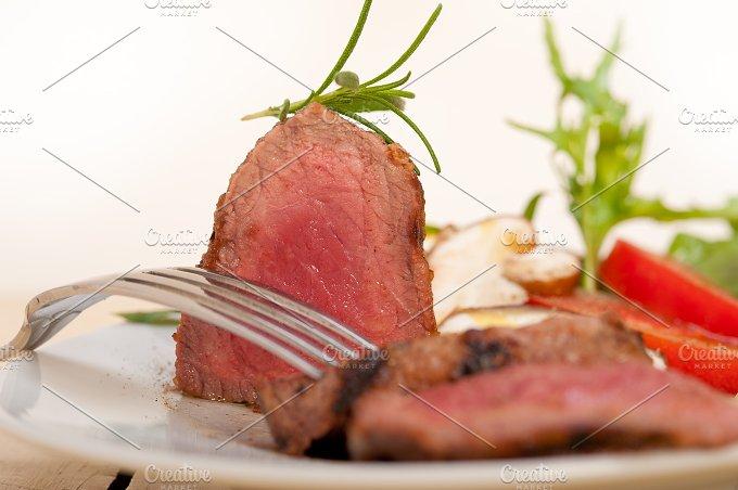 beef filet mignon grilled with vegetables 054.jpg - Food & Drink