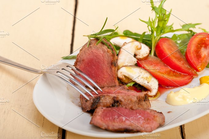 beef filet mignon grilled with vegetables 061.jpg - Food & Drink