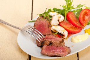 beef filet mignon grilled with vegetables 062.jpg
