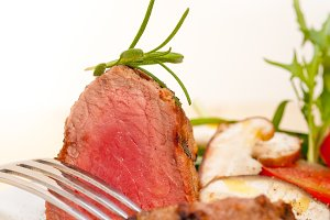 beef filet mignon grilled with vegetables 063.jpg