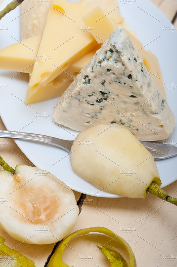 cheese and fresh pears 014.jpg - Food & Drink
