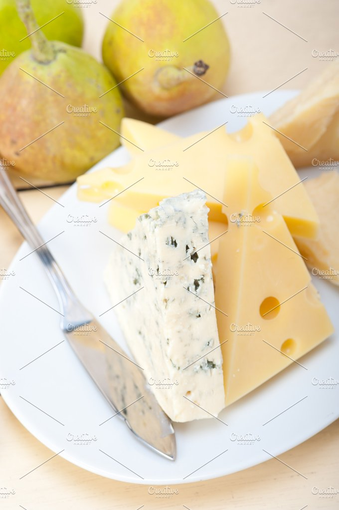 cheese and fresh pears 010.jpg - Food & Drink