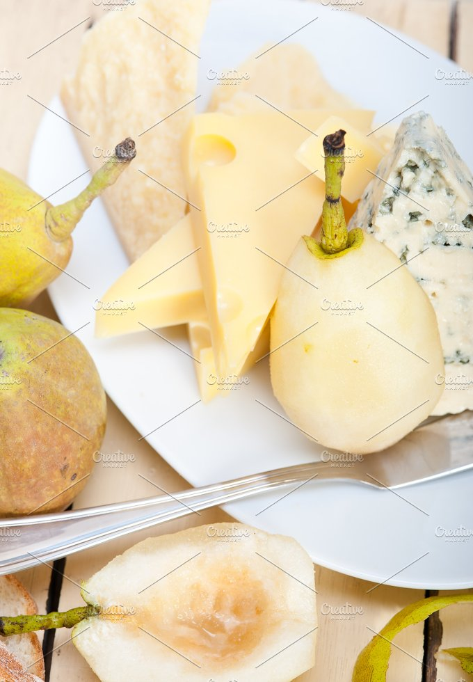 cheese and fresh pears 017.jpg - Food & Drink