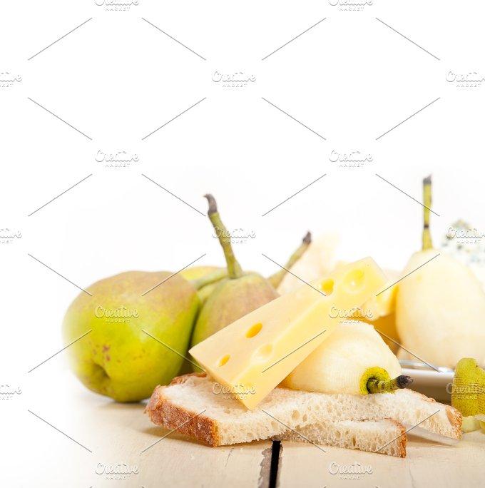cheese and fresh pears 037.jpg - Food & Drink