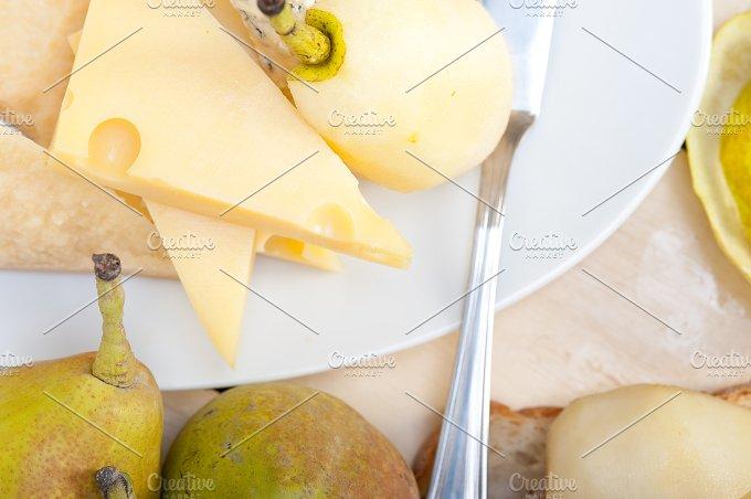 cheese and fresh pears 048.jpg - Food & Drink
