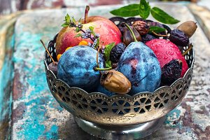 Autumn fruits in the vase