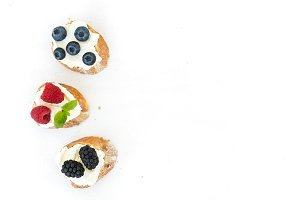 Goat cheese and berries sandwiches