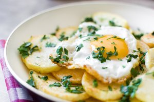 Potatoes, fried eggs and parsley