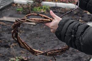Weaving wreath of vines