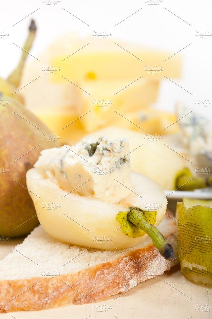 fresh pears and cheese 006.jpg - Food & Drink