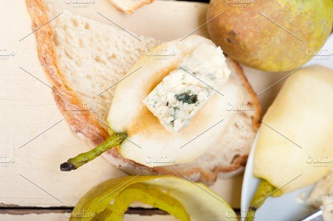 fresh pears and cheese 011.jpg - Food & Drink