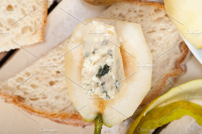 fresh pears and cheese 013.jpg - Food & Drink