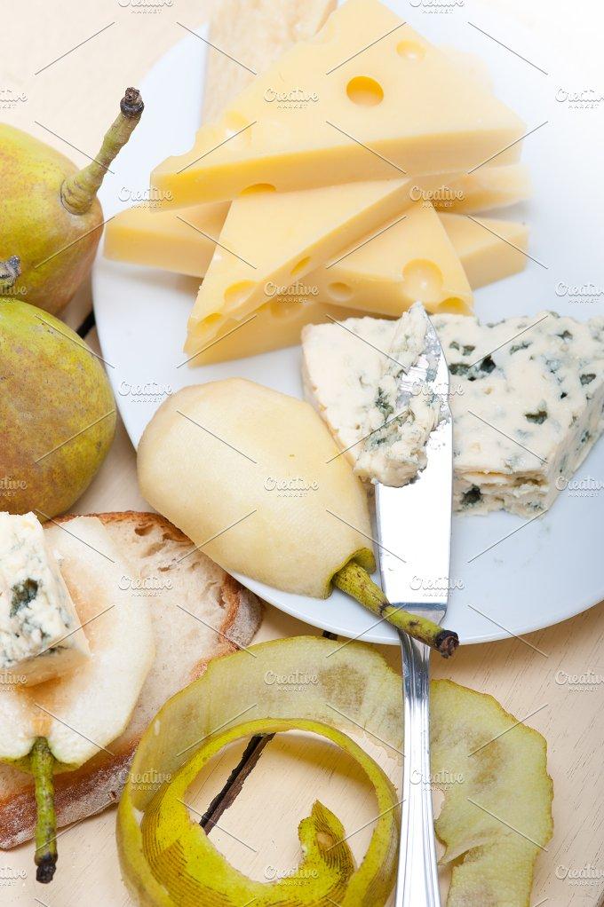 fresh pears and cheese 026.jpg - Food & Drink