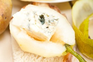 fresh pears and cheese 035.jpg