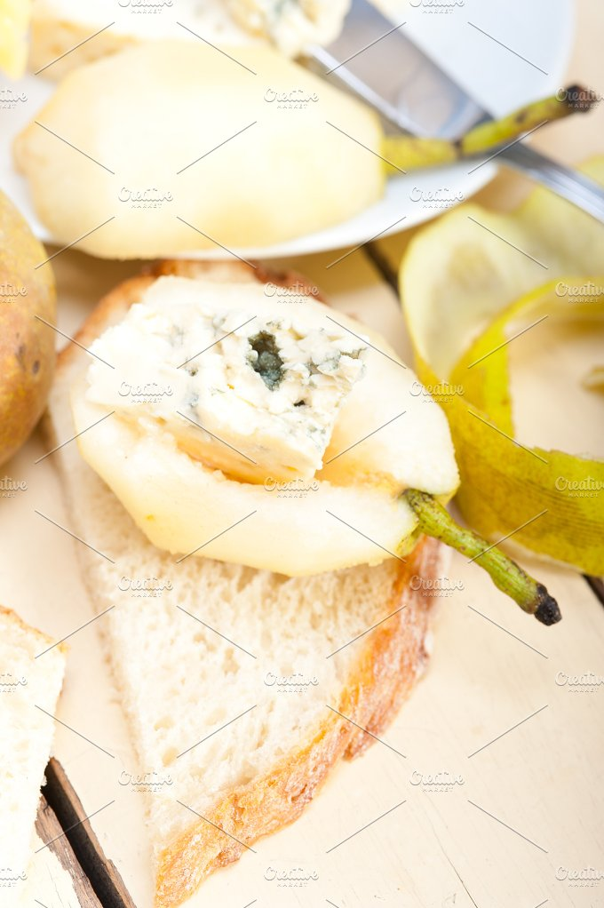 fresh pears and cheese 036.jpg - Food & Drink
