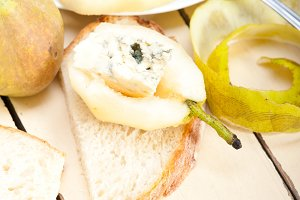fresh pears and cheese 039.jpg