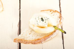fresh pears and cheese 041.jpg