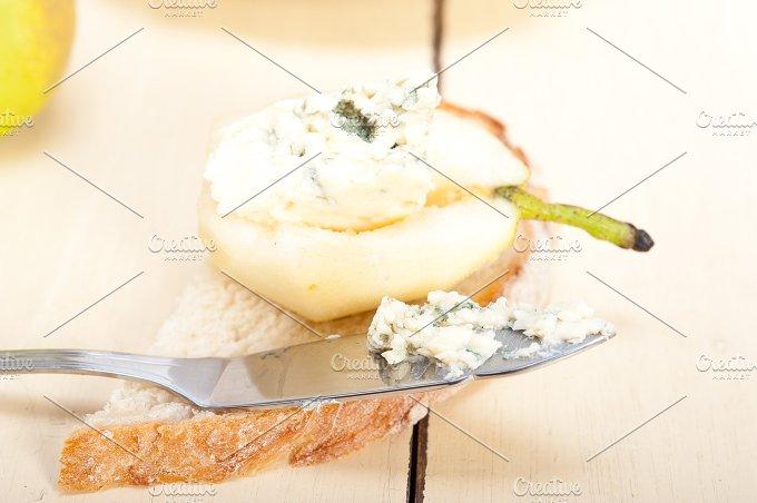 fresh pears and cheese 046.jpg - Food & Drink