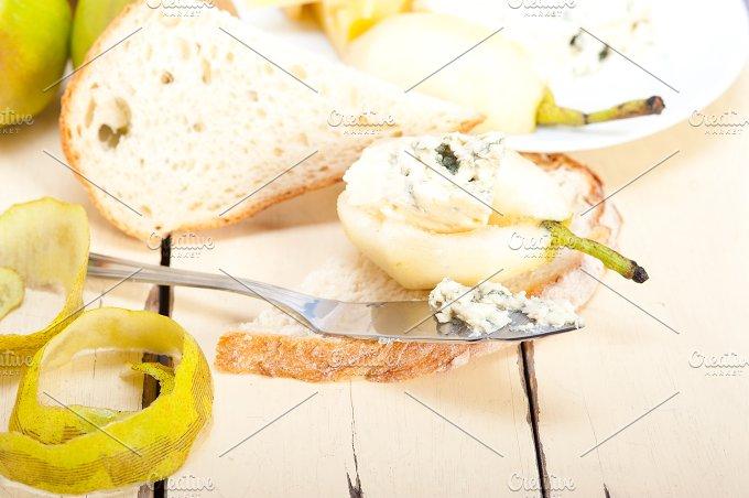 fresh pears and cheese 049.jpg - Food & Drink