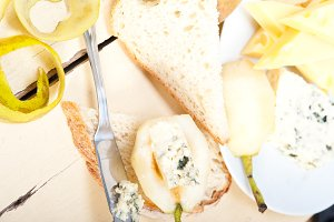 fresh pears and cheese 051.jpg